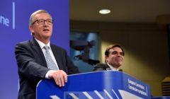 JC Juncker au podium, face à la presse pour sa première réunion de la Commission (crédit : CE)