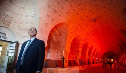 Kader Arif à lossuaire de Douaumont pour le centenaire de Verdun (crédit : Min. Défense / ECPAD / Karaghesian)