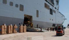 Le Mistral est parfaitement outillé pour des missions humanitaires, ici en Tunisie en 2001 (crédit : Min.Fr Défense /DICOD)