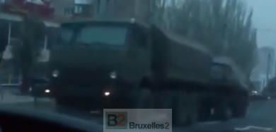 Tanks et «bonhommes verts» en renfort à l'est de l'Ukraine (maj)