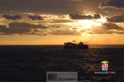 le Norman Atlantic remorqué (crédit : Marine italienne)