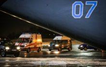 ambulances sur le tarmac de laéroport prenant en charge les blessés (crédit : MOD Lituanie)