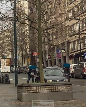 """La police belge est sur les dents. Ici, un véhicule """"suspect"""" immatriculé en France a été stoppé par des policiers en civil belges pour contrôle d'identité mardi (© NGV / B2)"""