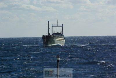 Faire foncer les navires de migrants sur la côte. La nouvelle tactique des migrants (Maj3)
