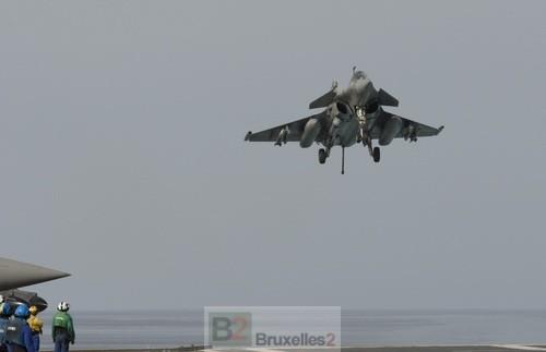 Un Rafale à l'appontage sur le Charles de Gaulle (crédit : DICOD / Ministère Fr de la Défense)