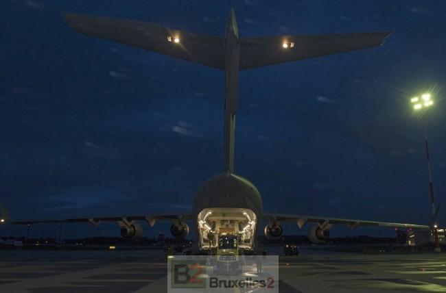 Après le Canada, le Royaume-Uni s'engage à former les troupes ukrainiennes. Un C-17 des forces canadiennes livrant du matériel non létal à Kiev en août (crédit : armée canadienne)