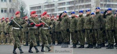 Militaires et policiers militaires polonais de retour au pays (crédit : MOD Pologne)