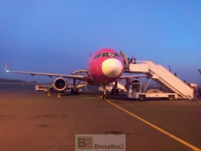 """Un avion sur l'aéroport """"low cost"""" de Paris Beauvais © NGV / B2"""