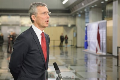 Jens Stoltenberg à son arrivée à Riga face à la presse (Crédit : Présidence lettonne de l'UE)