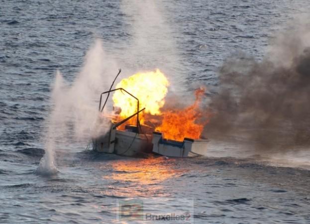 Destruction d'un skiff pirate par la marine allemande (crédit : Bundeswehr)