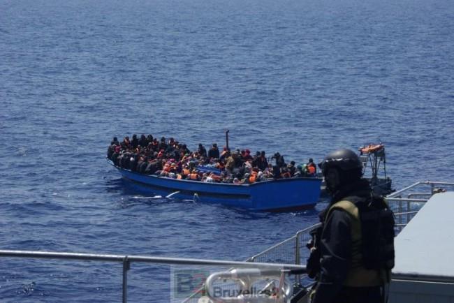 Les bateaux de Frontex sous le feu des Kalachnikovs. Une menace pour les opérations de sauvetage en Méditerranée