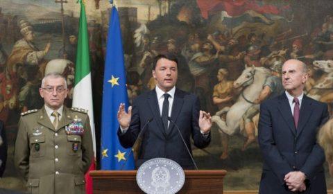 Matteo Renzi, lors de la conférence de presse exceptionnelle sur le naufrage en Méditerranée, dim 19 avril, à Rome (crédit : PM italien)