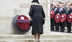 Ce sera aussi une couronne pour le respect des règles économiques ? (crédit : Crown / La Reine lors de la cérémonie de lAnzac Day)
