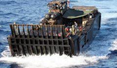 Une des peniches de débarquement du HMS Bulwark à la rescousse de migrants en mer, ce mercredi (crédit : MOD Uk)