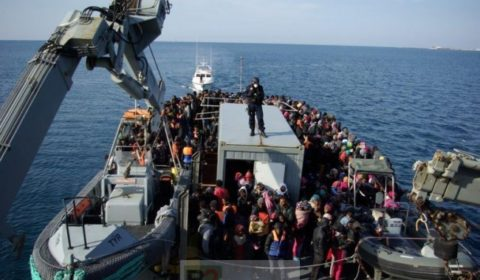 Récupération de migrants/réfugiés naufragés à bord du Tyr, le navire des gardes-côtes islandais mis à disposition de Frontex (crédit : Gardes-Côtes islandais)