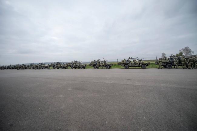 """Soldats tchèques de la 43rd Airborne Battalion durant la phase d'alerte de """"Noble Jump"""" (OTAN - avril 2015)"""