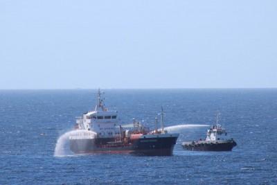 Une patrouille des gardes côtes somaliens a rapidement été envoyée à la zone du choc pour éteindre le feu à bord du pétrolier (Crédits: Eucap Nestor)