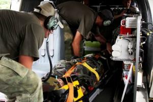 Evacuation d'un blessé par hélicoptère. (Crédits: EUTM Mali)
