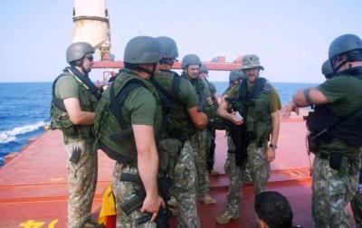Les Lituaniens embarquent sur un navire du PAM