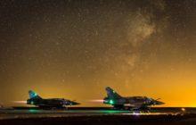 Deux Mirage 2000 sur la base aérienne avancée en Jordanie, dans le cadre de lopération Chammal (Crédit : EMA / DICOD)