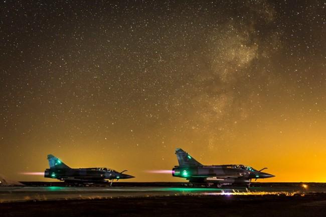 Deux Mirage 2000 sur la base aérienne avancée en Jordanie, dans le cadre de l'opération Chammal (Crédit : EMA / DICOD)