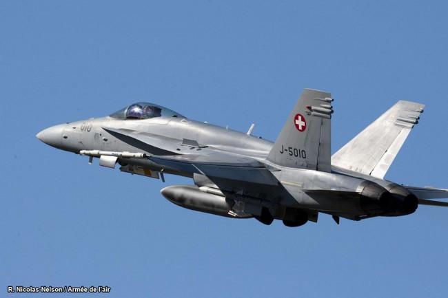 Un F18 suisse frôle le président de la Douma. Quiproquo diplomatique