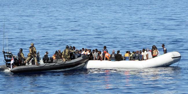 Le HMS RICHMOND à la rescousse de 101 migrants