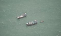 Le FV Siraj et le FV Jaber au mouillage au large de la Somalie, vu par un avion dEUNAVFOR / Crédit : EUNAVFOR Atalanta