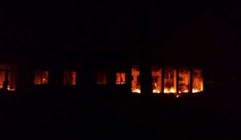 Lhôpital de MSF de Kunduz en feu sous les bombardements (crédit : MSF)