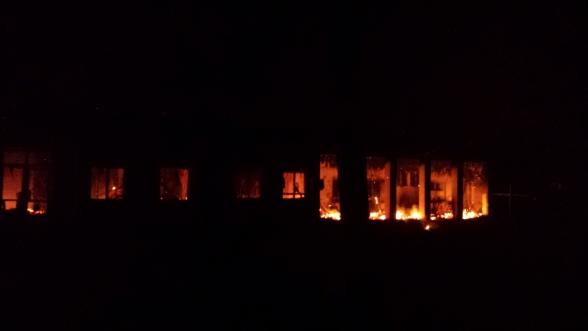 L'hôpital de MSF de Kunduz en feu sous les bombardements (crédit : MSF)