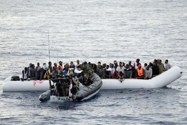 134 réfugiés récupérés par le HMS Richmond. Un changement de langage de la Navy ?