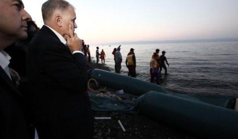 V. Andriukaitis sur lile de Lesbos (Grèce) le 19 novembre (crédit : CE)