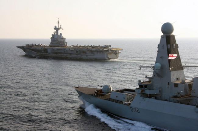 Le HMS Defender se joint au Charles-de-Gaulle