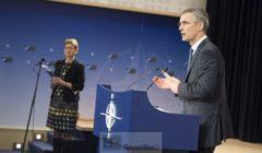 Consigne devrait être donnée aux navires de lOTAN de se tenir éloignés des couloirs de migrants (J. Stoltenberg au conseil des ministres de la défense, début février, crédit : OTAN)