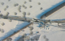 Image prise par un drone de lOSCE le 14 janvier 2015, montrant limpact dun cratère dune bombe à Volnovakha, qui avait atteint un bus la veille (crédit : OSCE)