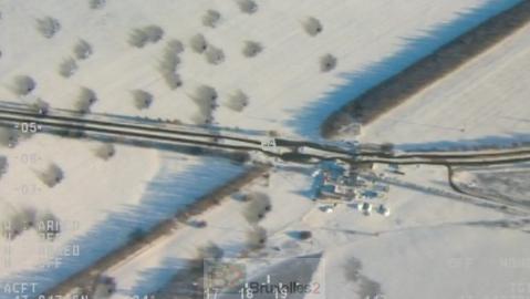 Image prise par un drone de l'OSCE le 14 janvier 2015, montrant l'impact d'un cratère d'une bombe à Volnovakha, qui avait atteint un bus la veille (crédit : OSCE)