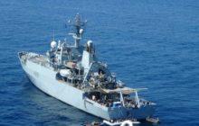 Le HMS Enterprise récupère 2 canots de migrants © NGV / B2