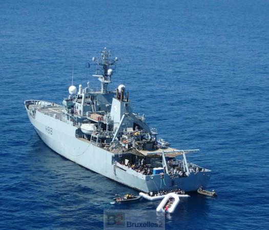 Reportage EUNAVFOR Med. Alerte ! canots à la mer