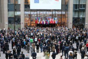 La minute de silence dans les institutions européennes après les attentats de Paris du 13 novembre (Crédit : CUE)