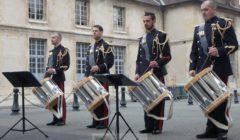 Aux rencontres de lIHEDN, les tambours de larmée de terre © NGV / B2