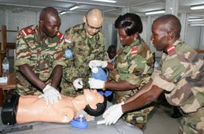Former les épaulettes rouges de la future armée centrafricaine