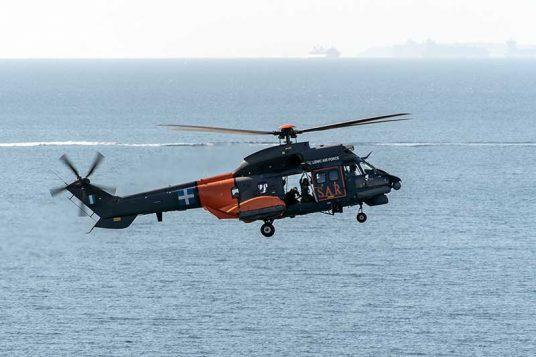 Un hélicoptère Super Puma des forces aériennes helléniques (crédit : armée de l'air grecque)