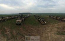 Le 2e York en manoeuvre sur la plaine de Salisbury pour se préparer au battlegroup européen (crédit : 2e York)