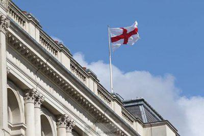 Le drapeau de l'Angleterre ... (crédit : MOD UK)