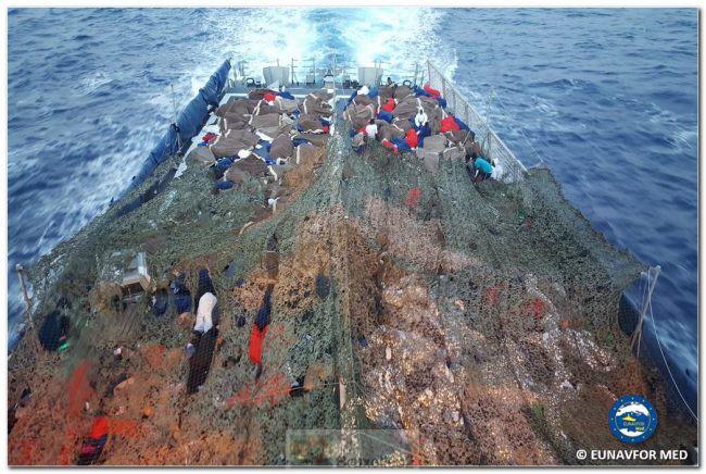 L'opération Sophia devient une «vraie» mission de présence en mer
