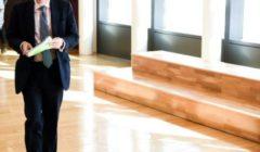 Jonathan Hill - à son arrivée à la réunion du collège le 6 avril 2016 (crédit : Commission européenne, archives B2)