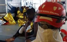 A bord du Phoenix des ONG, un membre de la croix-rouge italienne (crédit : CRI)