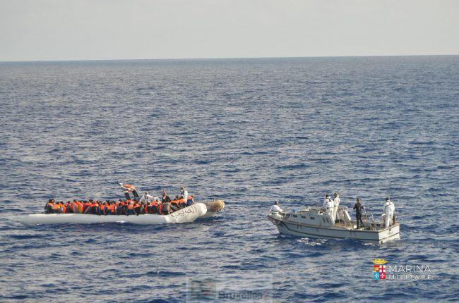 Près de 5000 migrants secourus en Méditerranée jeudi