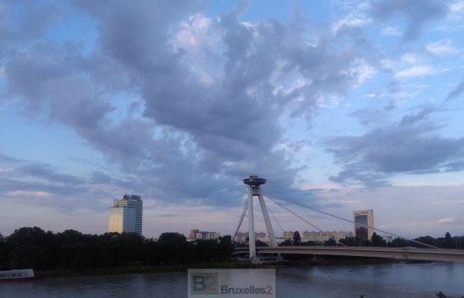 Bratislava entend faire de sa présidence un point d'appui pour la reconquête de l'Europe par les Etats (©NGV / B2 - Le pont du soulèvement national slovaque)