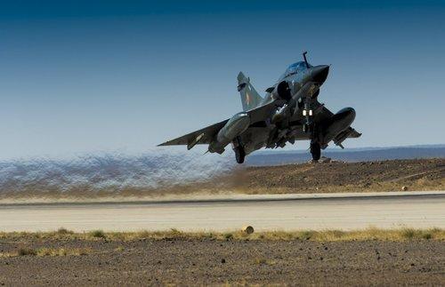 Décollage d'un Mirage 2000 (crédit : DICOD / EMA - archives)